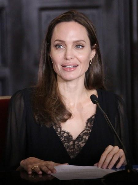128801 Анджелина Джоли прилетела в Перу, чтобы помочь венесуэльским беженцам