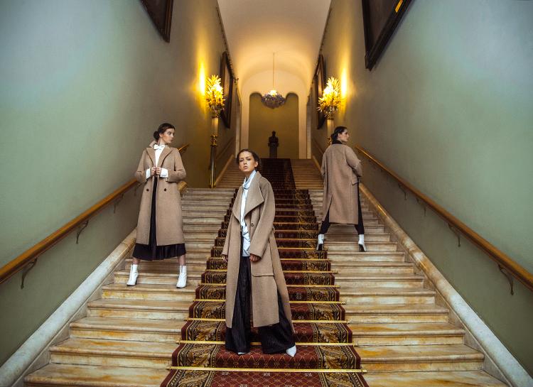 130272 Дочери Ирины Апексимовой и Екатерины Стриженовой в униформе Третьяковки: как мода проникает в московские музеи