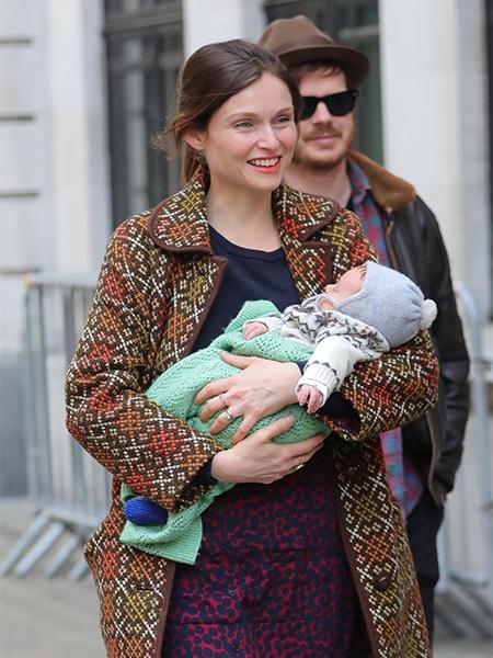 131751 Софи Эллис-Бекстор впервые появилась на публике с новорожденным сыном