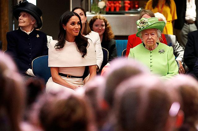 132354 Королева Елизавета II ответила отказом на просьбу принца Гарри и Меган Маркл о собственном дворе