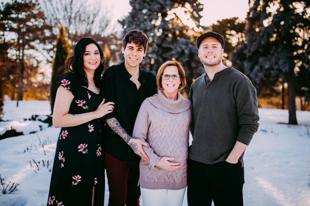 132937 61-летняя женщина родила ребёнка для своего сына и его мужа — но это ещё не всё
