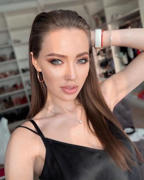Анастасия Костенко носит платье за 890 рублей
