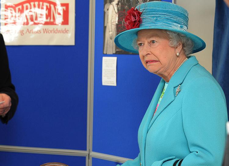 134968 Пока Елизавета II спала: англичанин перелез через парадные ворота Букингемского дворца, желая пообщаться с королевой