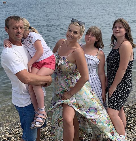 Многодетная мама из Оренбурга спасла дочь с ДЦП, скинула 35 кг и стала бизнесвумен