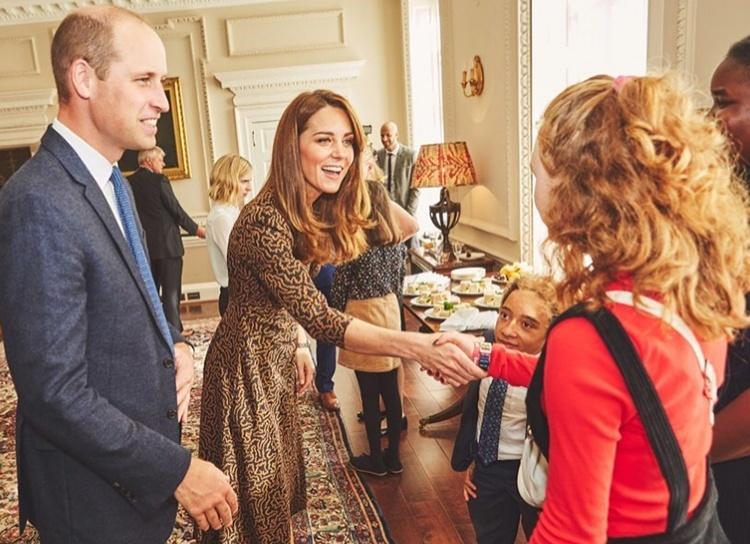137585 Кейт Миддлтон и принц Уильям провели закрытый прием для подростков в Кенсингтонском дворце