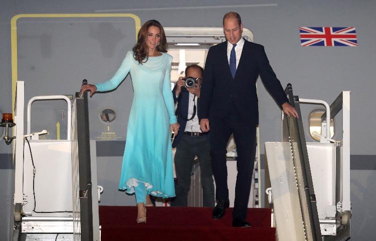 137379 Самый секретный тур: Кейт Миддлтон и принц Уильям прилетели в Пакистан