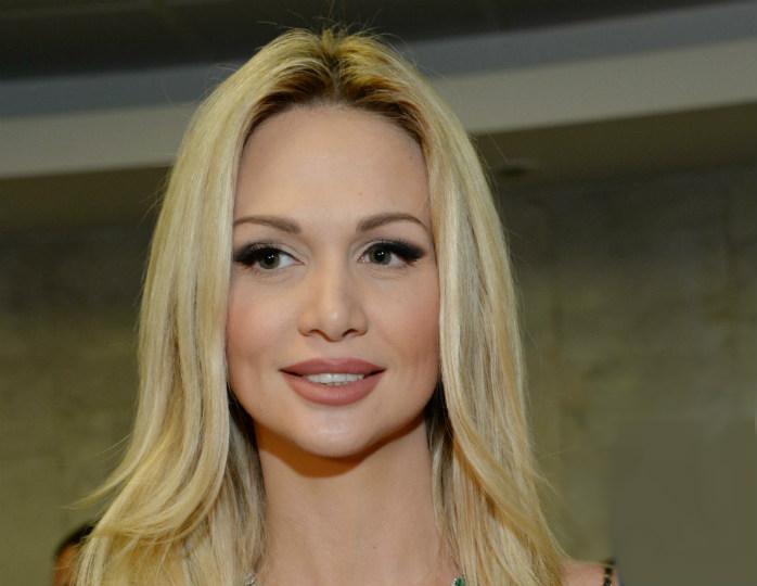 139995 Виктория Лопырева в ярком платье с перьями и бриллиантах предстала в Дубае