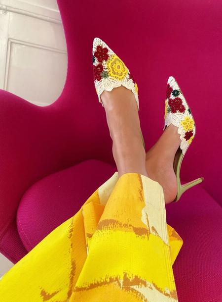 Стиль fashion-инфлюенсеров: свободные отношения Эмили Синдлев с цветовым спектром и резонирующими принтами