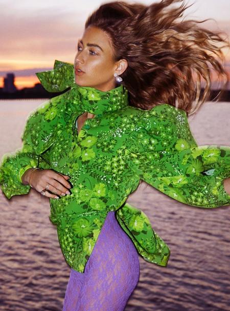 147546 Стиль fashion-инфлюенсеров: свободные отношения Эмили Синдлев с цветовым спектром и резонирующими принтами