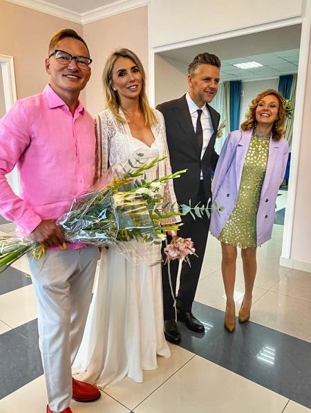Светлана и Сергей с друзьями