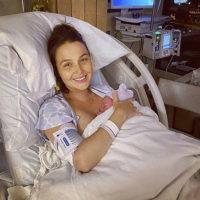 150348 Исполнительница роли Кейт Миддлтон Камилла Ладдингтон стала мамой во второй раз