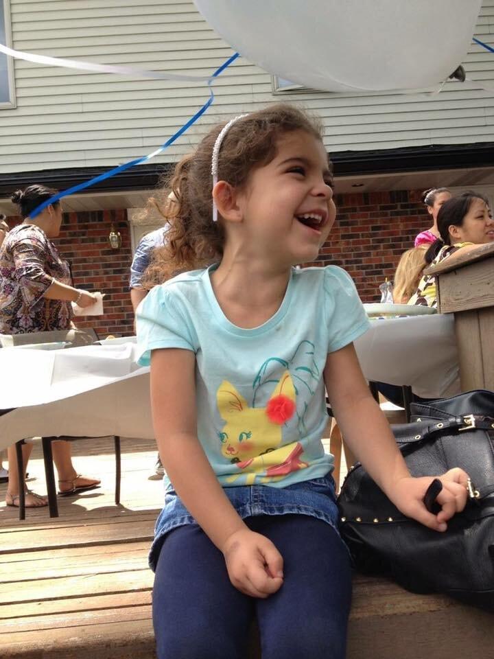 149907 Маленькая девочка поделилась едой с бездомным. Этот добрый поступок изменил его жизнь