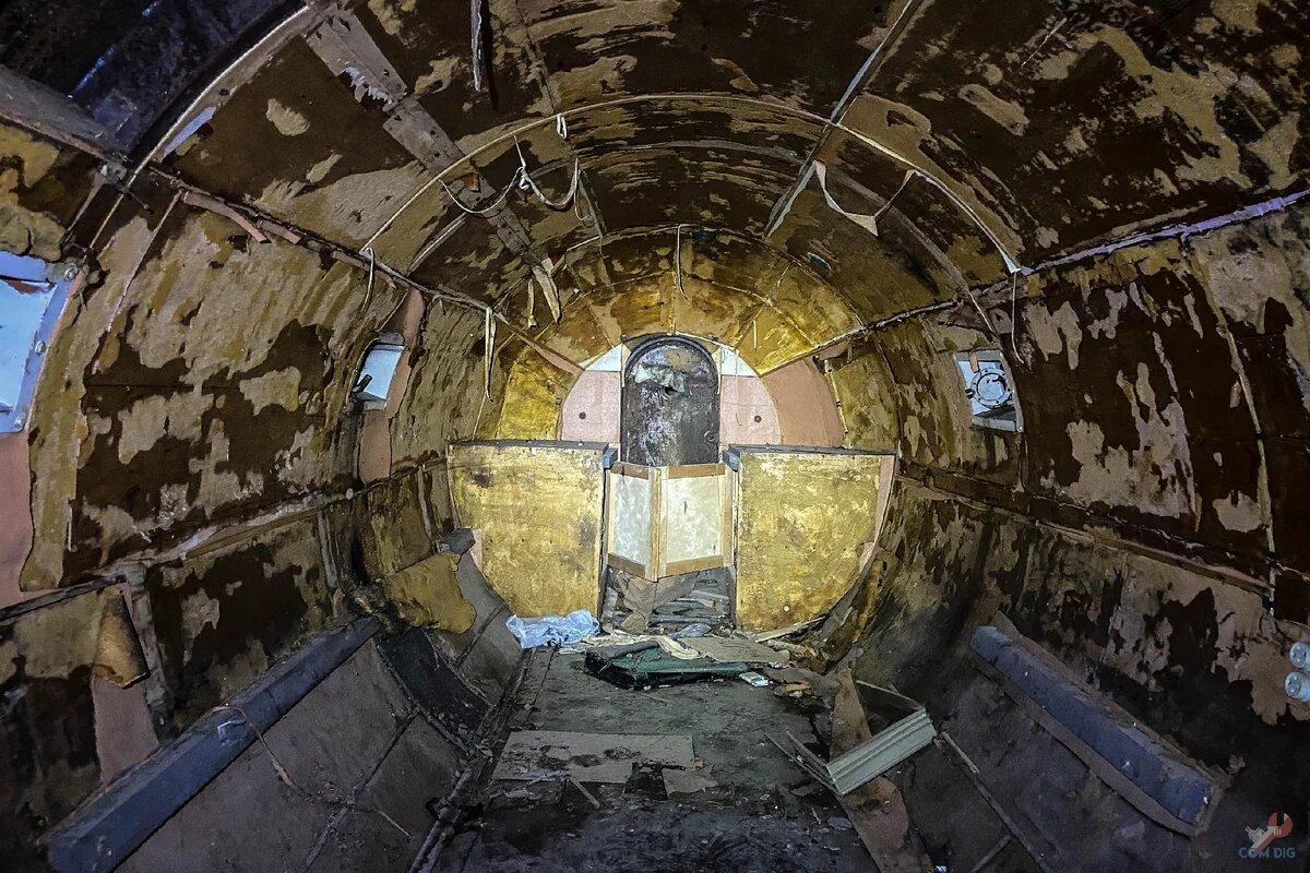Парни нашли в лесу загадочный стальной цилиндр и показали что там внутри
