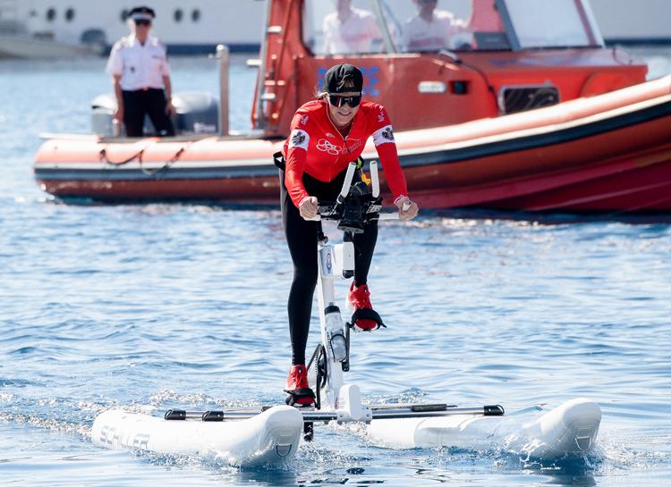 152127 Княгиня Шарлен одержала победу в соревнованиях Water Bike Challenge