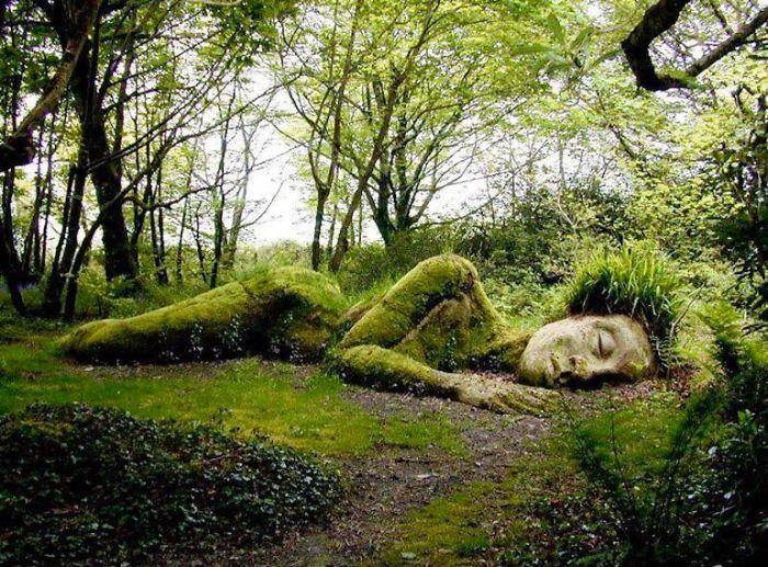 153226 Потрясающая скульптура, которая меняет внешний вид в зависимости от сезона