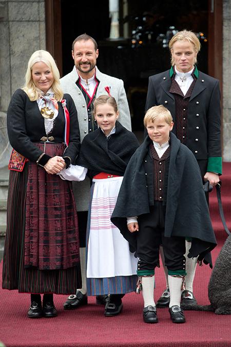152344 Сын принцессы Норвегии Метте-Марит устроился на работу мотомехаником