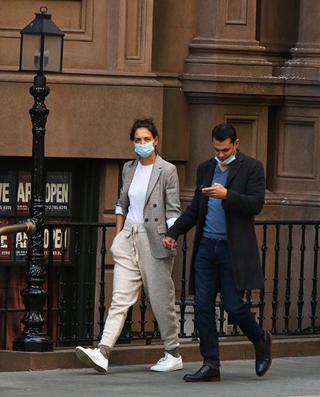 153163 Все время вместе: Кэти Холмс и Эмилио Витоло на прогулке в Нью-Йорке
