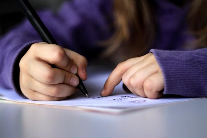 165642 Почему маленькие дети пишут буквы задом наперед?