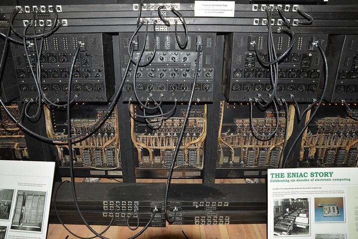 166469 75 лет назад был представлен первый в мире современный компьютер