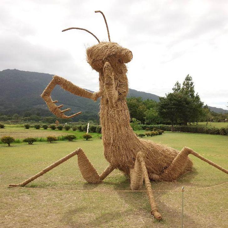 Гигантские скульптуры из соломы с ежегодного японского фестиваля, которые точно вызовут у вас море восторга!