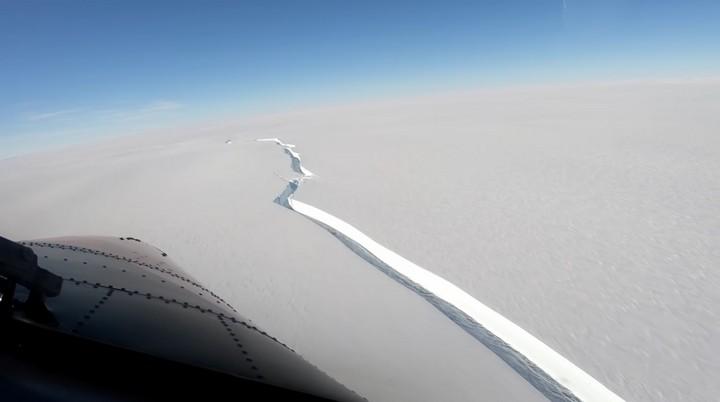166554 Айсберг размером с Лондон откололся от шельфового ледника в Антарктике