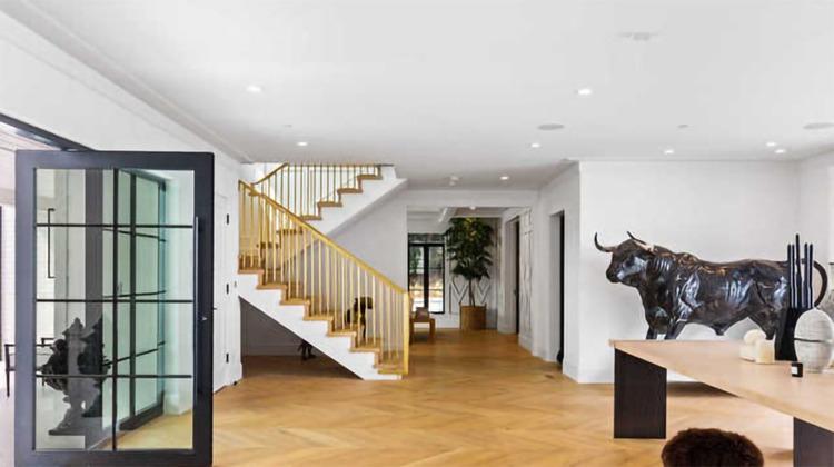 168077 В гостях у Рианны: экскурсия по новому дому певицы в Беверли-Хиллз за 14 миллионов долларов