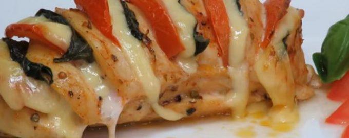 168458 Сочное куриное филе с сыром и помидорами в духовке: отличная идея к ужину